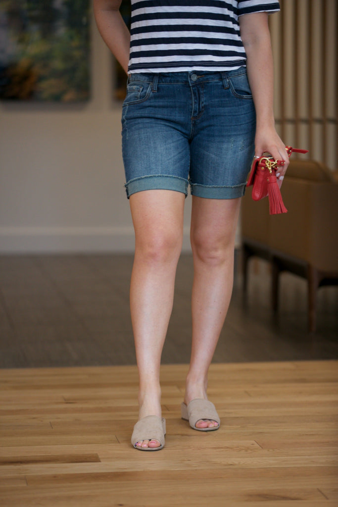 Kut from the Kloth Catherine Boyfriend Short in Uphold