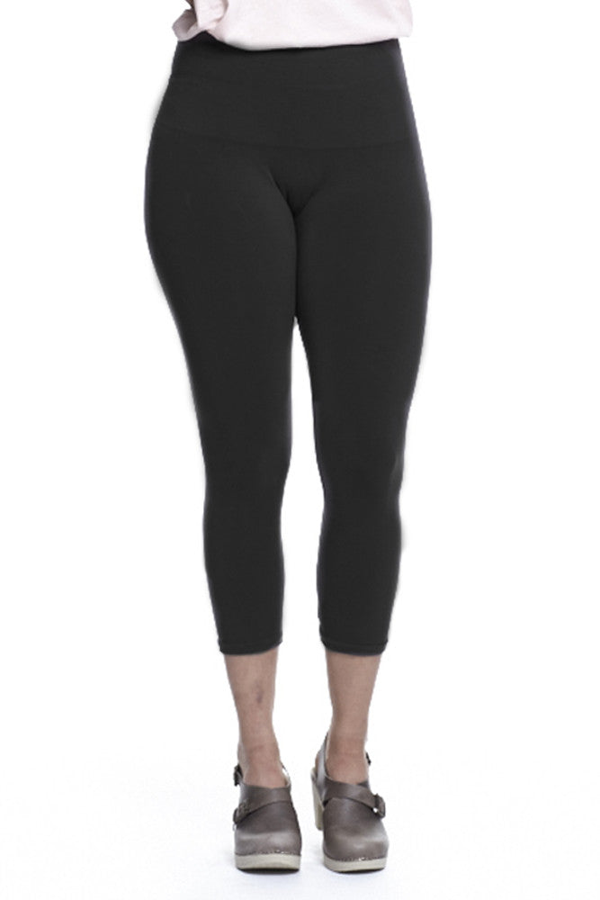 M. Rena Plus Size Tummy Tuck Capri Leggings in Black