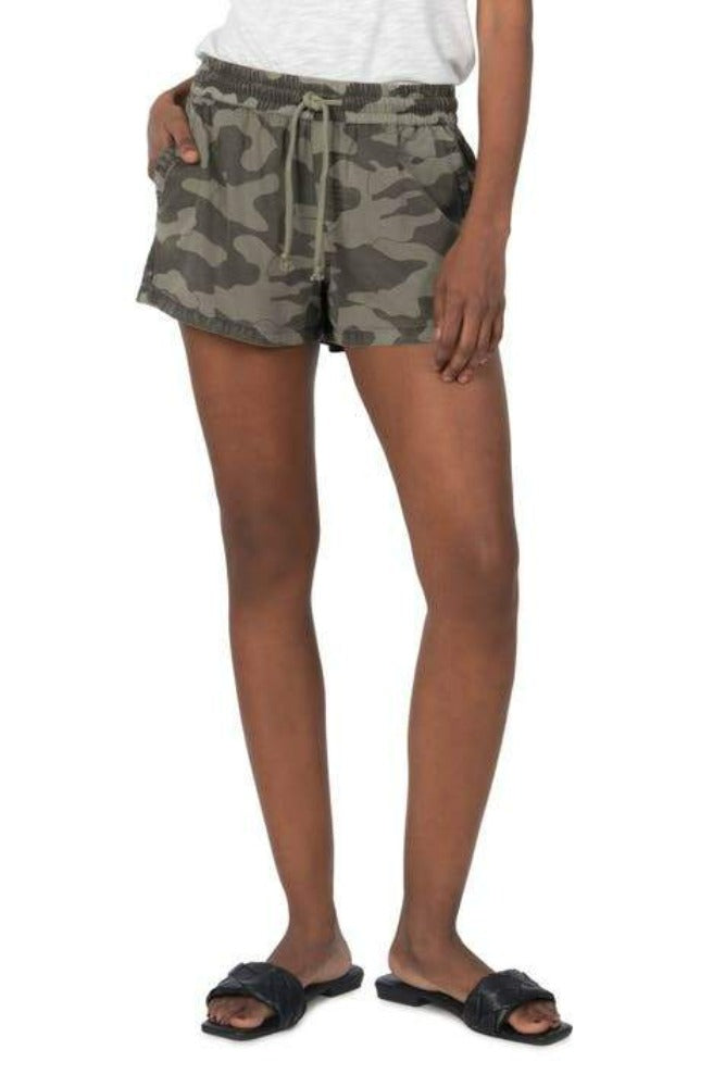 Kut from the Kloth Elenora Pull on Shorts Camo