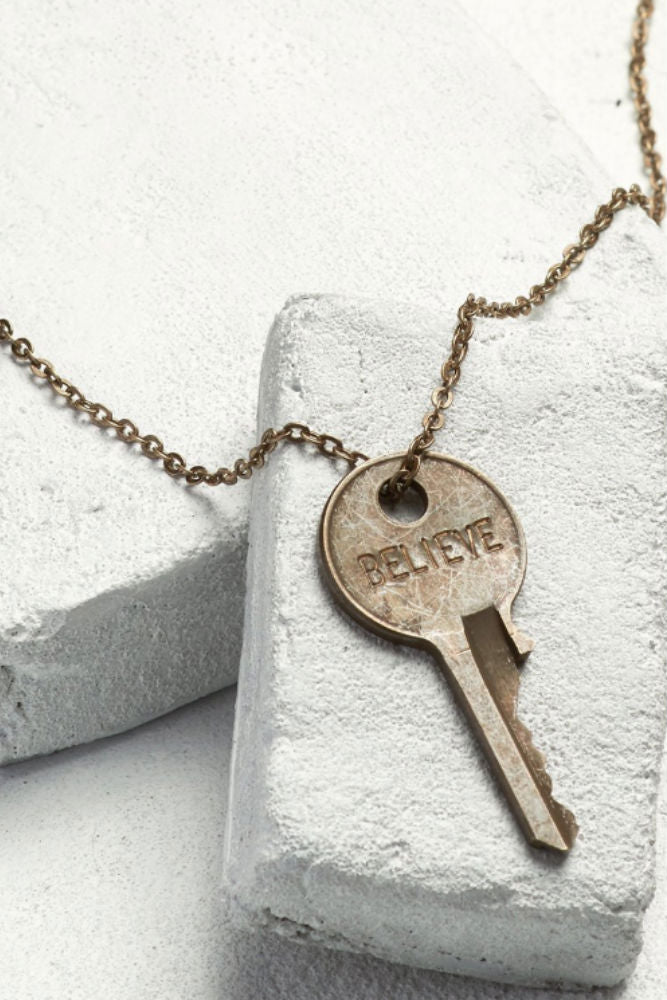 THE GIVING KEYS Classic Key Necklace