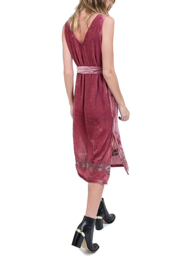 J.O.A Embroidery Velvet Midi Dress in Pink