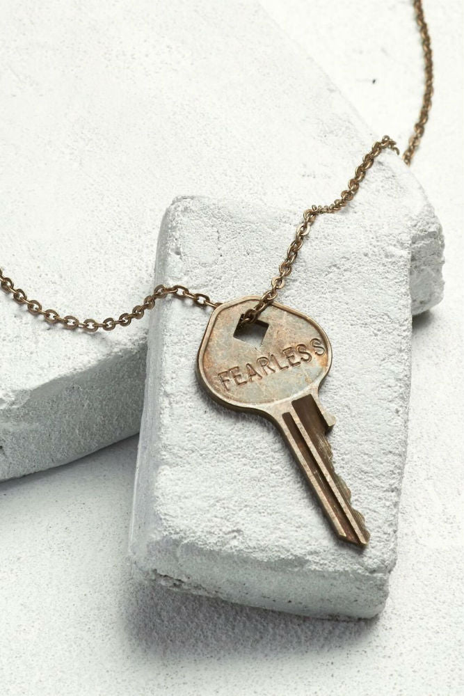 THE GIVING KEYS Classic Key Necklace Oxidized Brass