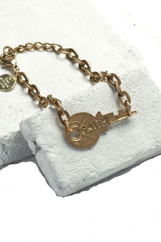 THE GIVING KEYS Never Ending Key Bracelet Faith