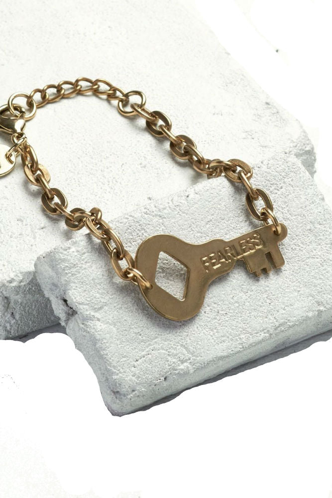 THE GIVING KEYS Never Ending Key Bracelet Fearless