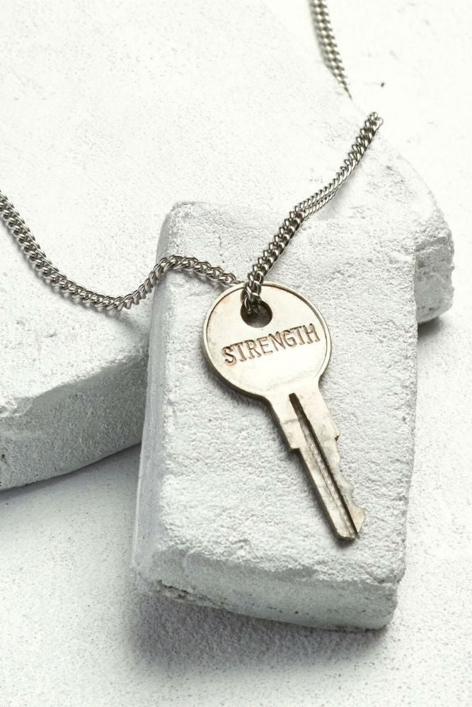 THE GIVING KEYS Classic Key Necklace Strength Silver