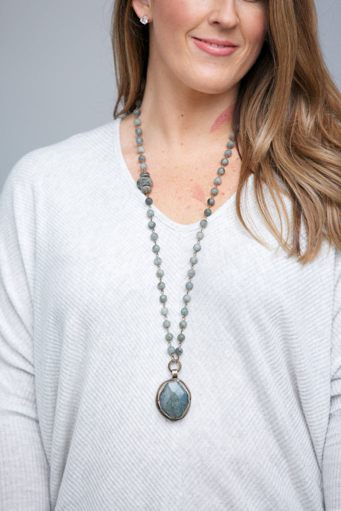zoWEE Jewels Matte Labradorite Beaded Pendant Necklace