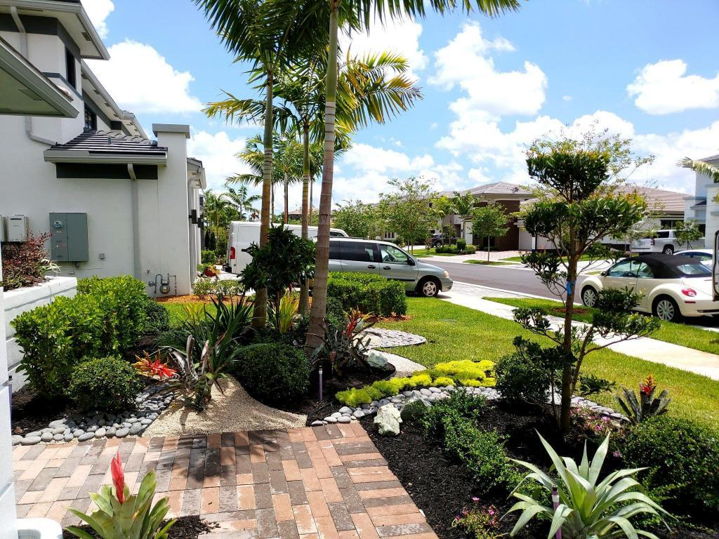 Take A Look At This Landscape Design In Parkland! (Cascata)