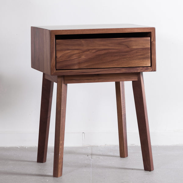 香港送貨|Delivery to HK | Luomu Solid Walnut Bedside Table 胡桃實木床頭櫃 | Luomu |Homie Living Mall 香港家居靈感購物