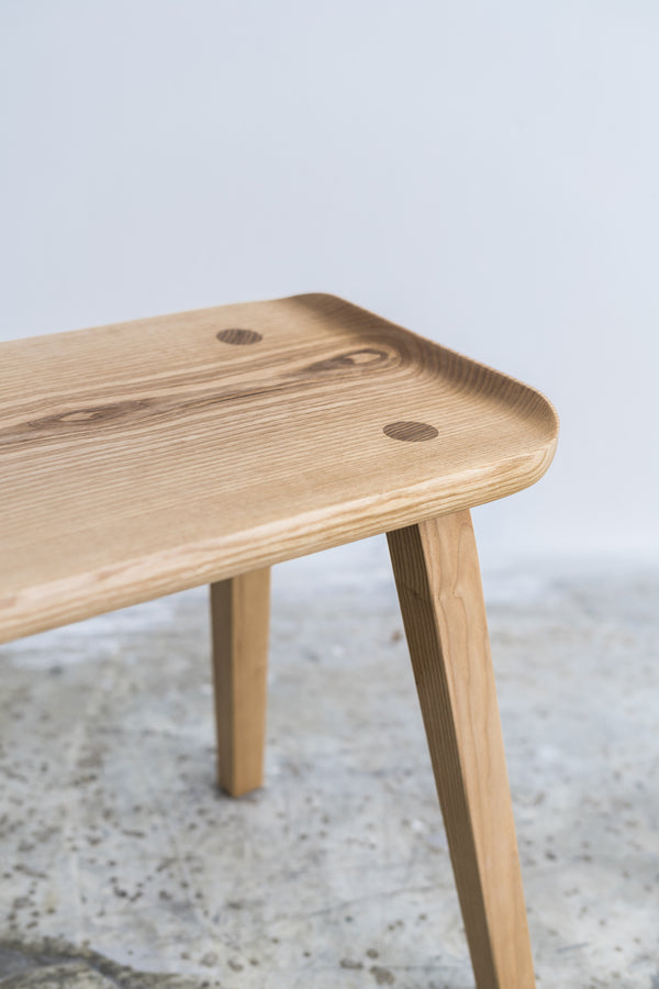 香港送貨|Delivery to HK | omós Ash Curved Edge Stool 白蠟木弧形邊凳 | omós HOME |Homie Living Mall 香港家居靈感購物