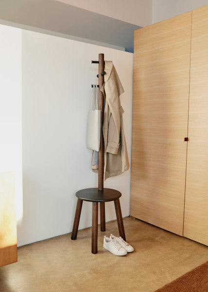 香港送貨|Delivery to HK | Umbra PILLAR STOOL/COATRACK 衣帽架+凳, 胡桃木色 | Umbra |Homie Living Mall 香港家居靈感購物