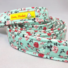 """Turquoise Flowers"" Leash"