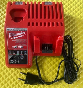 Milwaukee 48-1959B M12 and M18 127V Multiple Charger