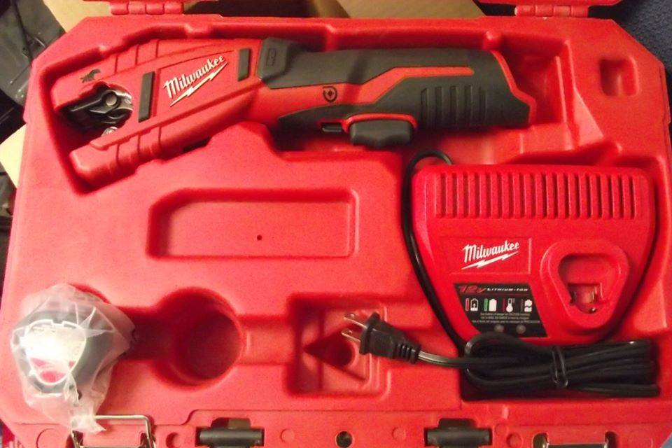Milwaukee 2471-22 M12 12-Volt Lithium-Ion Copper Tubing Cutter w/ Battery & Charger