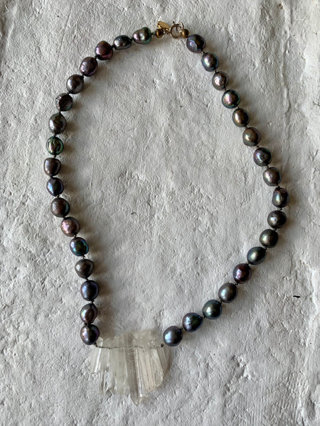 FRESHWATER PEARL AND QUARTZ CHOKER