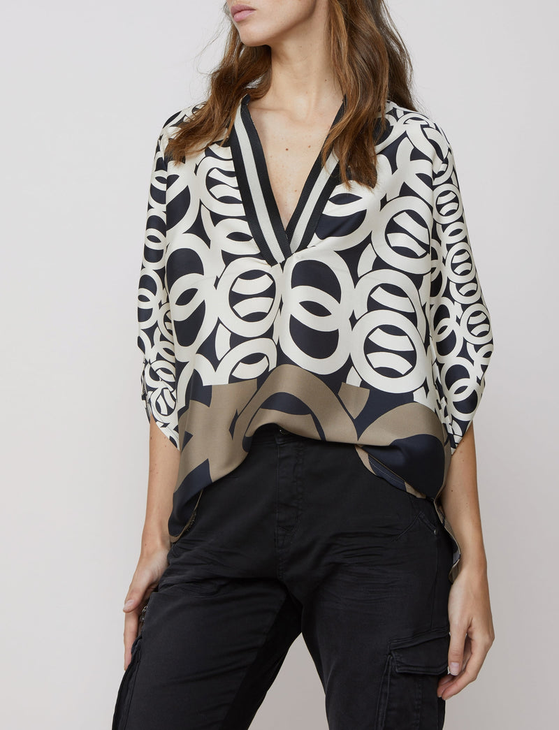 Summum Border Print V-Neck Top