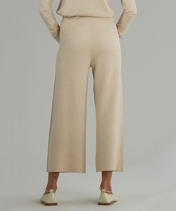 The back view of the cashmere blend sweater pants from ATM.
