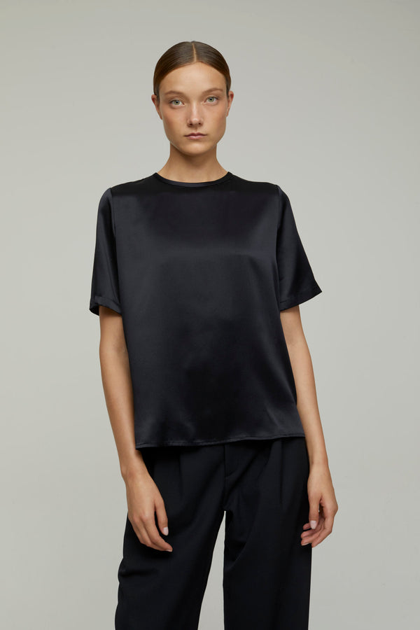 Closed Daliah Tee