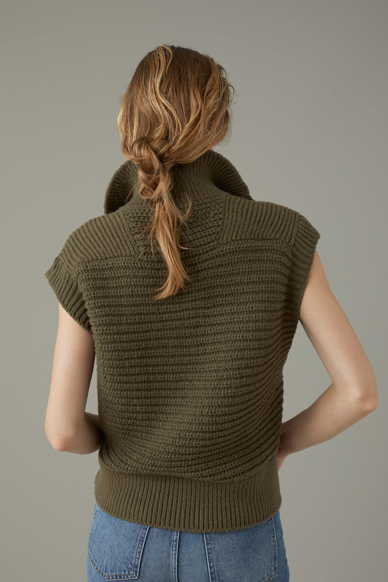 The back view of the closed sweater vest.