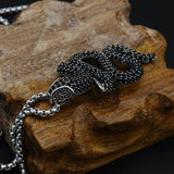 collier noir forme de serpent