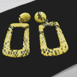 Load image into Gallery viewer, HEMA yellow snakeprint drop earrings