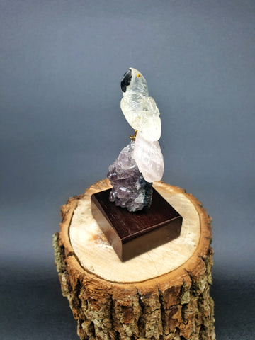 Pequeno Rose Quartz Parrot mounted on Amethyst base