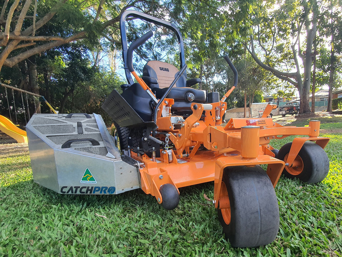 Scah tiger cat with a Catch Pro Grass Catcher and an Advanced Chute System