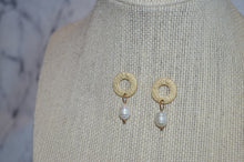 Load image into Gallery viewer, Small Gold Pearl Earrings