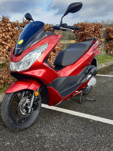 Load image into Gallery viewer, 2018 Honda PCX125 181 Reg   2343kms only