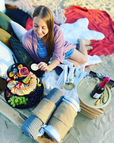 Runaway Picnic, Luxury pop up picnics in Ottawa, best picnic locations in Ottawa, Ottawa summer date ideas, Covid friendly outdoor date ideas in Ottawa, curated picnics for celebrations and events, picnic company Ottawa