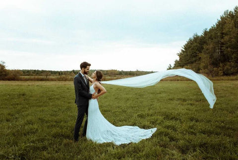 Alyssa Govas Photography, untraditional wedding photographer in Ottawa, candid wedding photos, bohemian wedding photography Ottawa, Ottawa's best photographers for elopements & couples, Ottawa wedding photographers, wedding vendors, bridal photography, engagement photo sessions