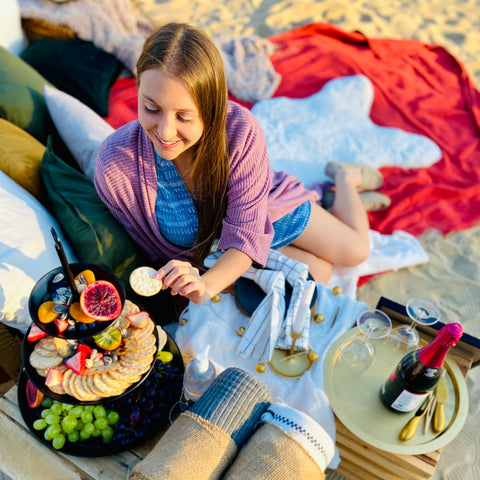 Runaway Picnic in Ottawa, Luxury pop up picnic events to celebrate during Covid, Covid friendly date ideas, romantic evening outdoors in Ottawa, how and where to celebrate in Ottawa during Covid, outdoor classy picnic, Instagram worthy picnics at home