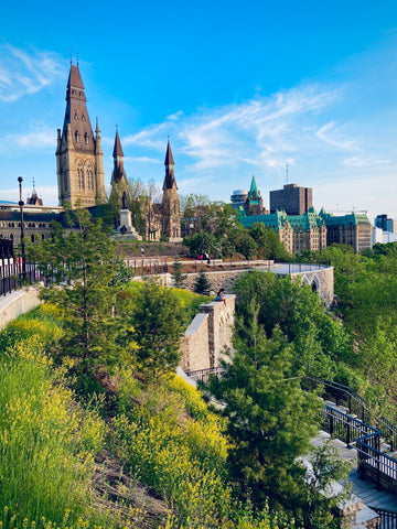 Parliament hill lookout over the Ottawa River, best sunset spots in Ottawa to bring your date, summer date ideas in Ottawa, locals guide to visiting Ottawa, summer views in Ottawa