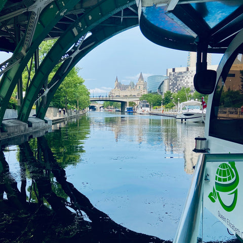 Tour the Rideau Canal in Ottawa with Ottawa Boat Cruise, Tourist activities in Ottawa that you can't miss, what to do in Ottawa in summer & fall, boat tour Ottawa River, top things to do in Ottawa, what to do when you visit Ottawa