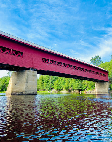 Wakefield covered bridge, day trips from Ottawa, small towns near Ottawa, summer date ideas in Ottawa, Ottawa bucket list dates and adventures, must visit Ontario and Quebec towns from Ottawa