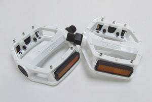 VP Components VP-566 - Alloy Flat / Platform Mountain Bike Pedals - White