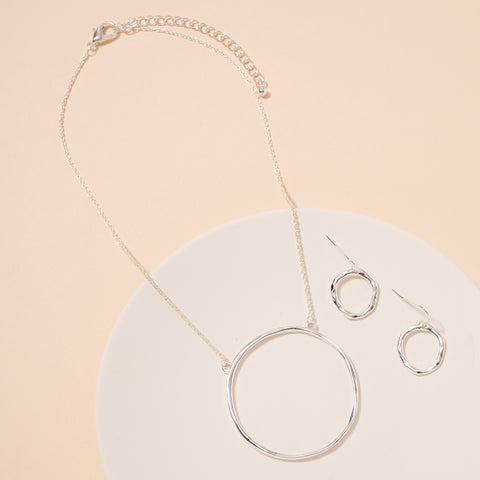Organic Ring Pendant Short Necklace