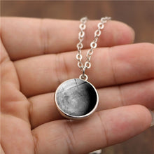 Load image into Gallery viewer, Moon Necklace