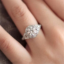Load image into Gallery viewer, Classic Engagement Ring