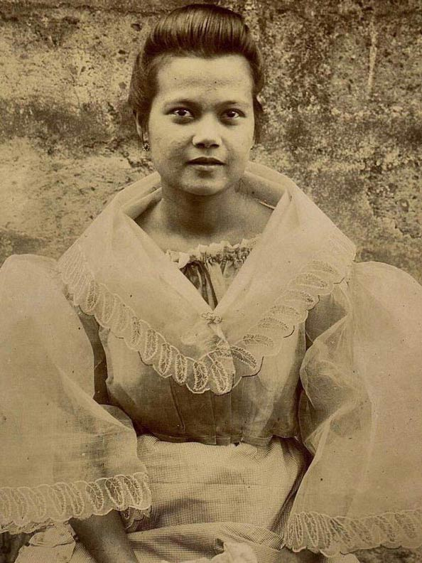 Historical sepia photo of a Filipina woman wearing a camisa.