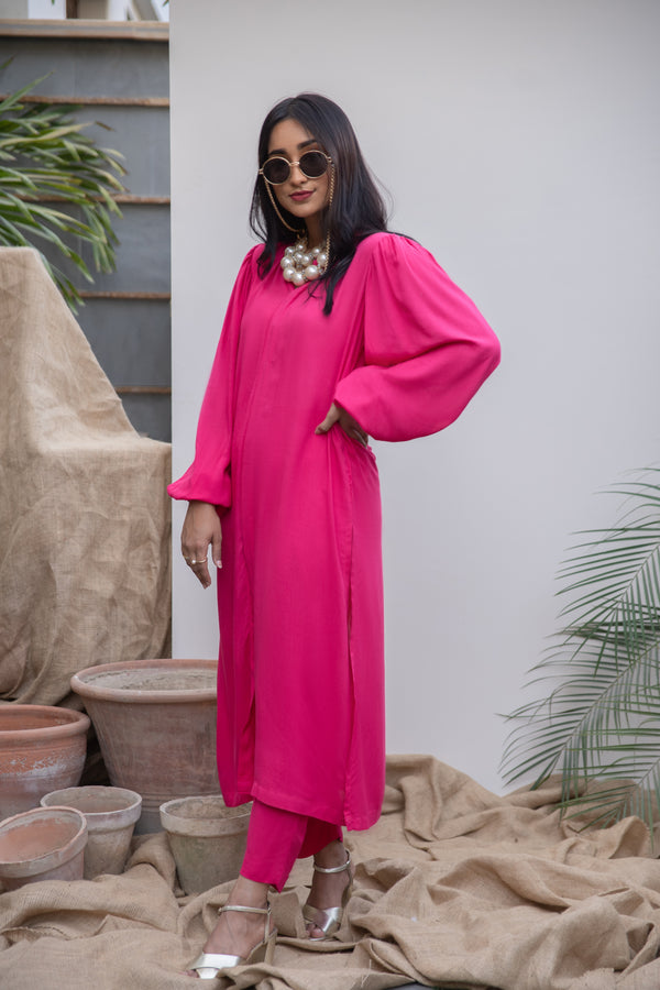 Hot Pink Lilen, 2 piece set from our Manto Aura Collection. It is a long, front-open kameez/ kurta with long balloon sleeves and trousers/ pajama pant