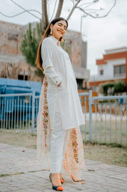 Hira Ateeque Bleeh wearing Pakistani Mardana Dress WearManto