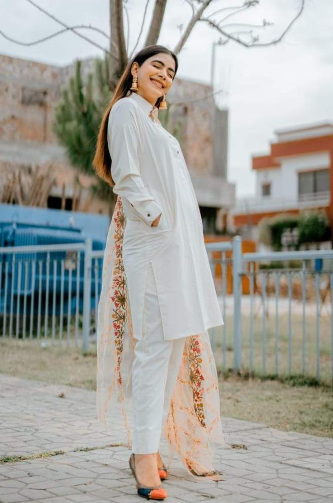 Hira Ateeque Bleeh wearing Pakistani Mardana Dress WearManto  in white colour with Sherwani Collar