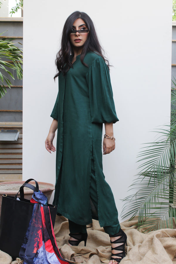 Dark green Lilen, 2 piece set from our Manto Aura Collection. It is a long, front-open kameez/ kurta with long balloon sleeves and trousers/ pajama pant