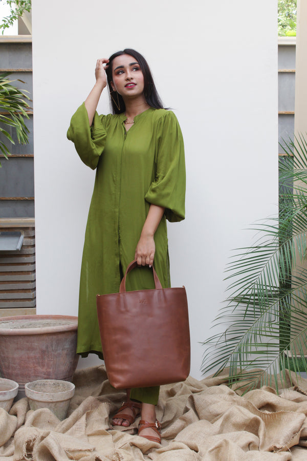 Parrot green Lilen, 2 piece set from our Manto Aura Collection. It is a long, front-open kameez/ kurta with long balloon sleeves and trousers/ pajama pant