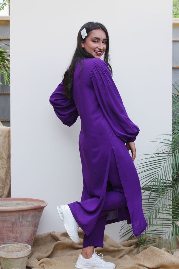 Purple Lilen, 2 piece set from our Manto Aura Collection. It is a long, front-open kameez/ kurta with long balloon sleeves and trousers/ pajama pant