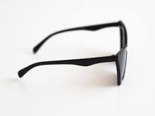 Load image into Gallery viewer, Point Cut Sunglasses - Black