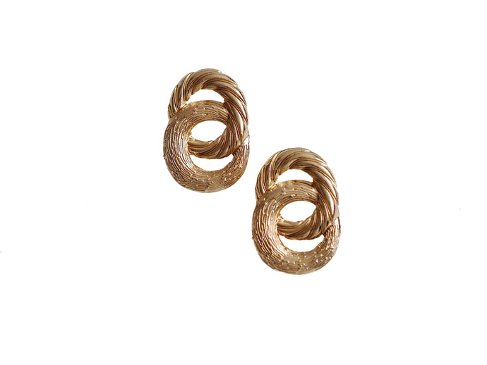 GOLD CIRCLE TEXTURED INTERLINKED EARRINGS