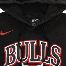 """Load the image into the gallery viewer, NIKE 