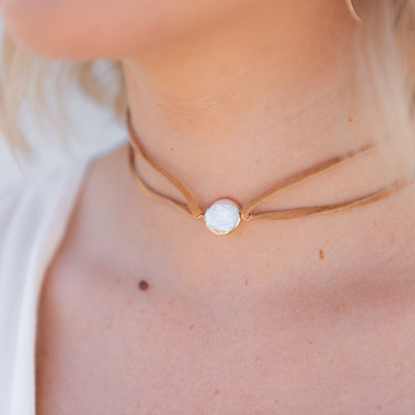 leather and pearl choker, tan leather pearl necklace, natural texture jewelry, wrap necklace, bohemian jewelry, leather jewelry, pearl necklace
