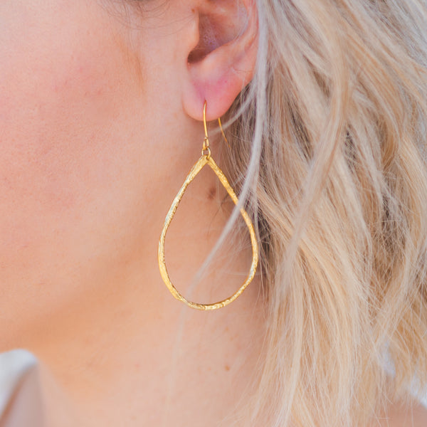 gold hammered metal hoop earrings, tear drop hoop earrings, gold hoop earrings, geometric earrings